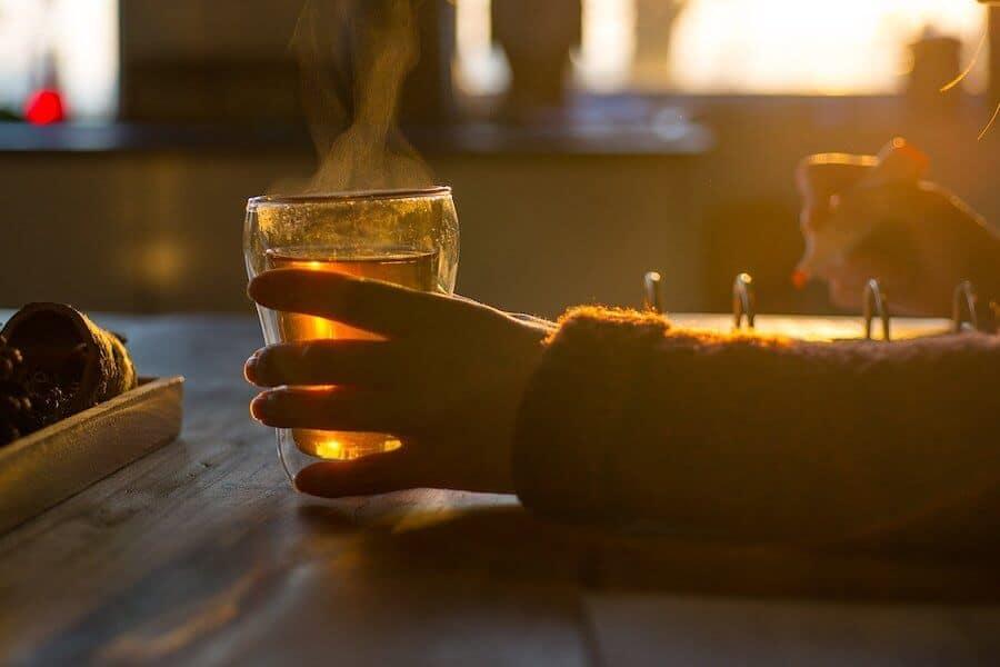 tee-trinken-zum-entwaessern