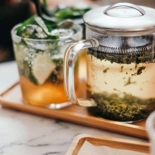 Welcher Tee hilft gegen Völlegefühl?