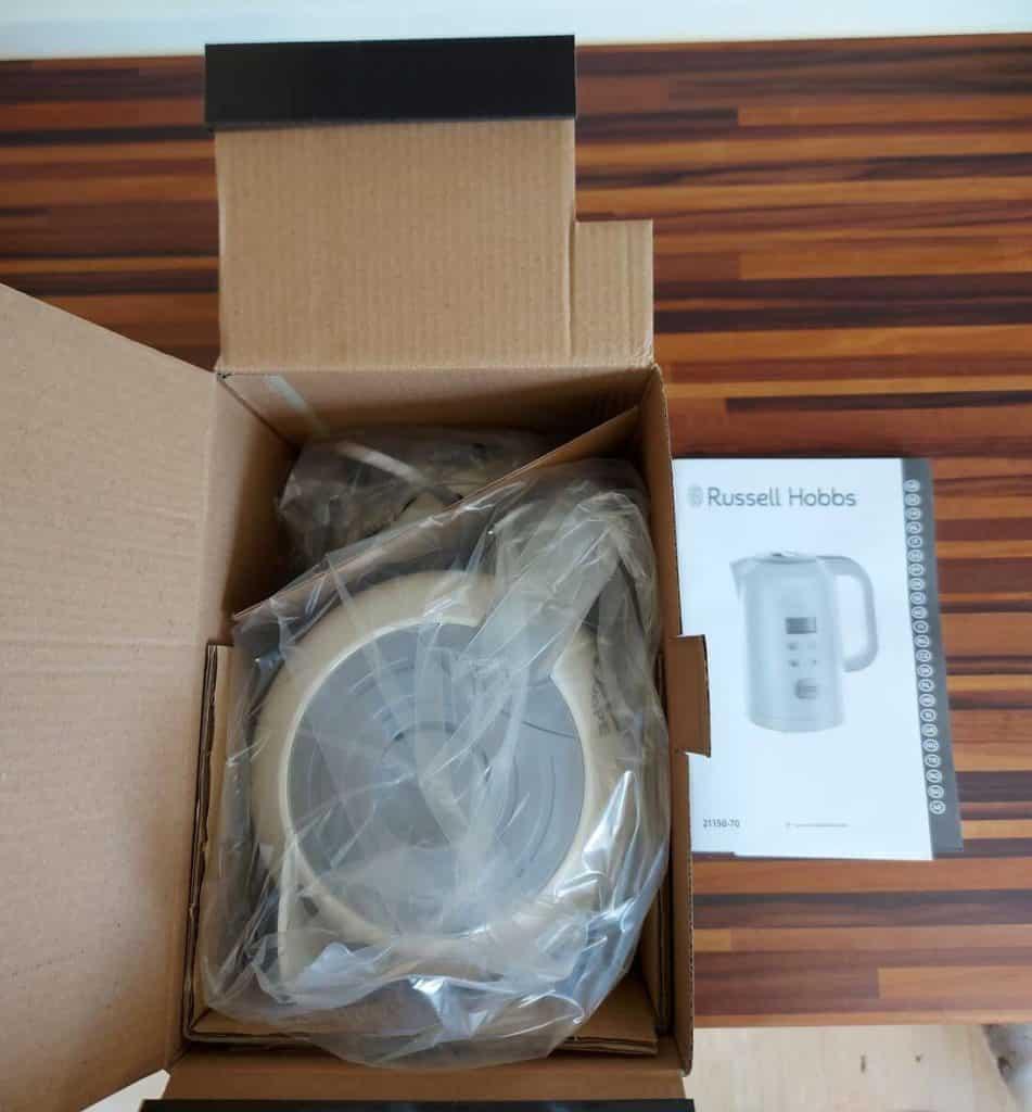 Verpackung geöffnet, Wasserkocher verpackt und Gebrauchsanleitung